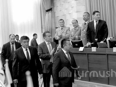 Новое руководство  Кыргызстана принесло присягу перед парламентом ипрезидентом