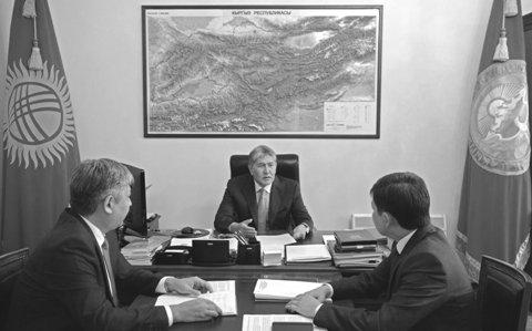 Атамбаев: чиновники скрывали факты об«уступках» кыргызских земель соседям