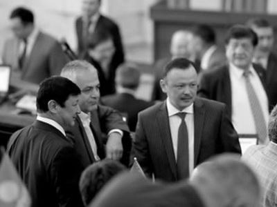 Создана новая коалиция большинства, внее вошли три фракции— Омуркулов