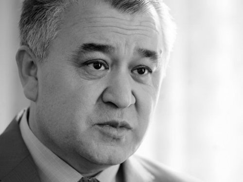 Три фракции Киргизии официально вошли впарламентскую оппозицию