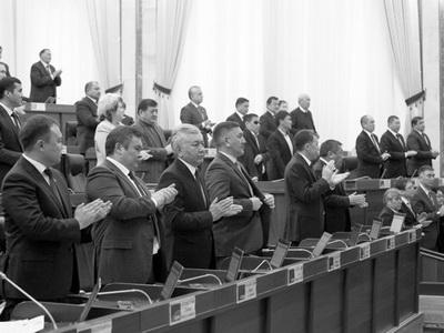Руководитель МЧС Кубатбек Боронов в 7-мой раз принес присягу