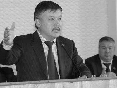 Экс-депутат Ахматбек Келдибеков выплатил 10 миллионов сомов в доход государства