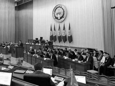 ВКиргизии оппозиция осуждает ЕАЭС иготовит отставку руководства