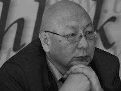 Омурбек Текебаев— 2-ой вочереди насдачу экзамена покыргызскому языку