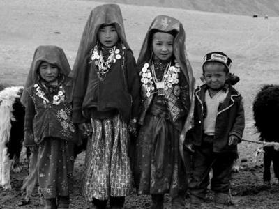 Дети этнических кыргызов изПамира прибыли вКыргызстан для учебы