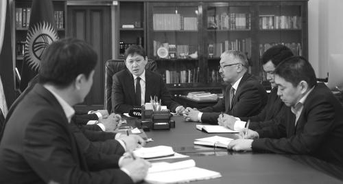 Парламент Киргизии выразил сомнение руководству Исакова