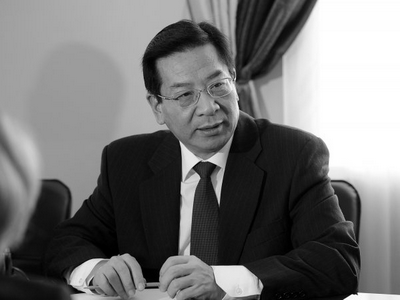 Руководство  Кыргызстана уходит вотставку после вотума недоверия состороны парламента